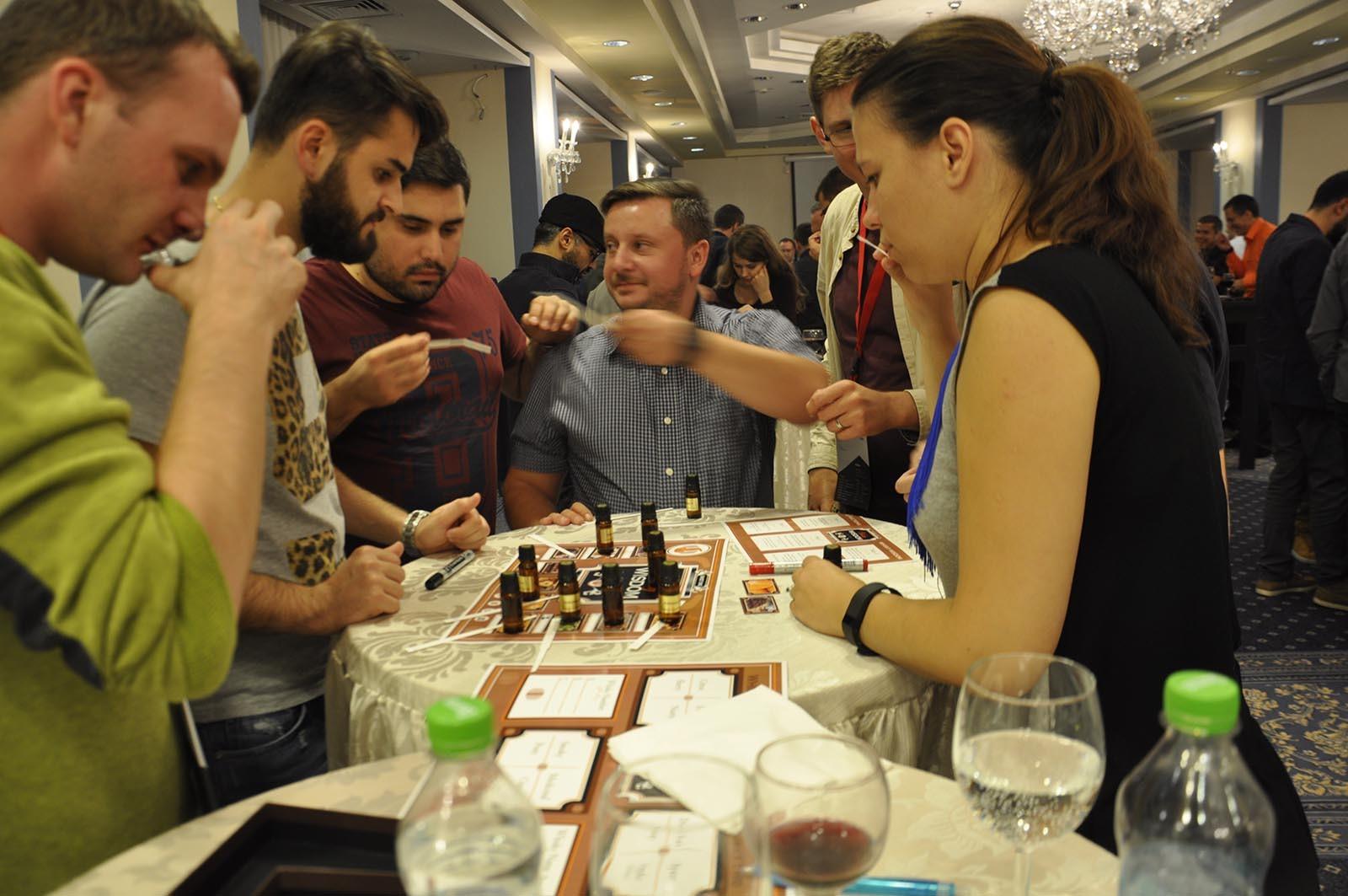 Interakce mezi teamy posouva jejich schopnost sdelovani informaci v programu Whisky Wisdom