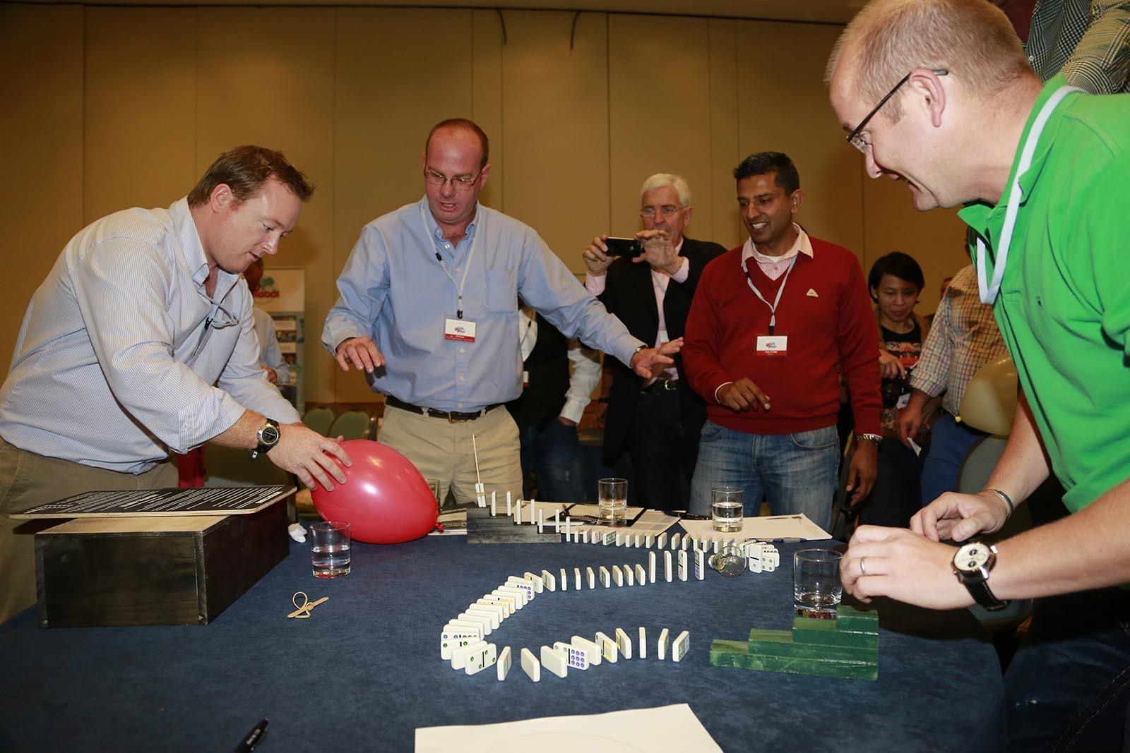 Team vse otestoval a ted se pripravuje na pokus o splneni hry Domino Effect