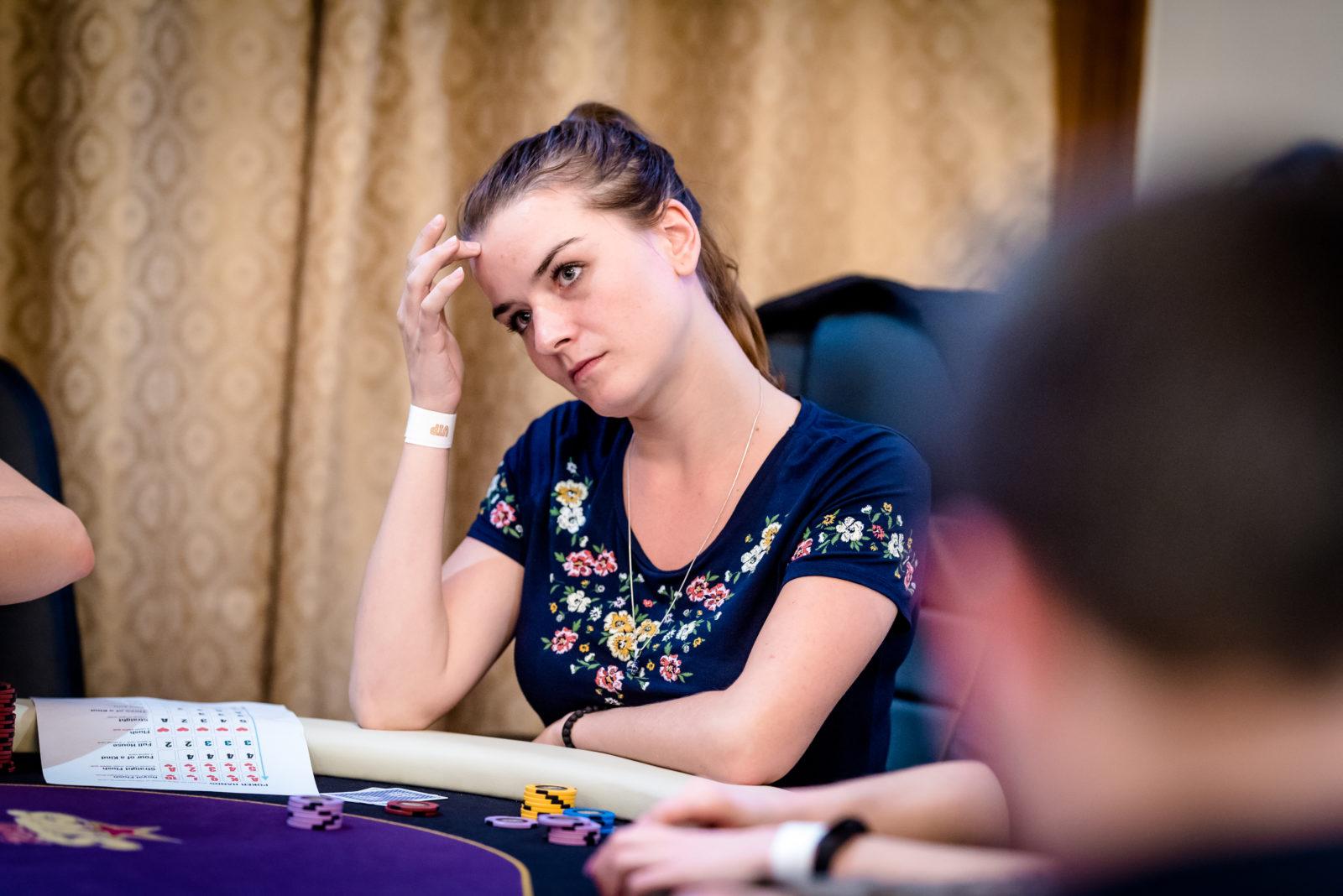 Poker je hlavne zabava ale nekdy je potreba se poradne zamyslet