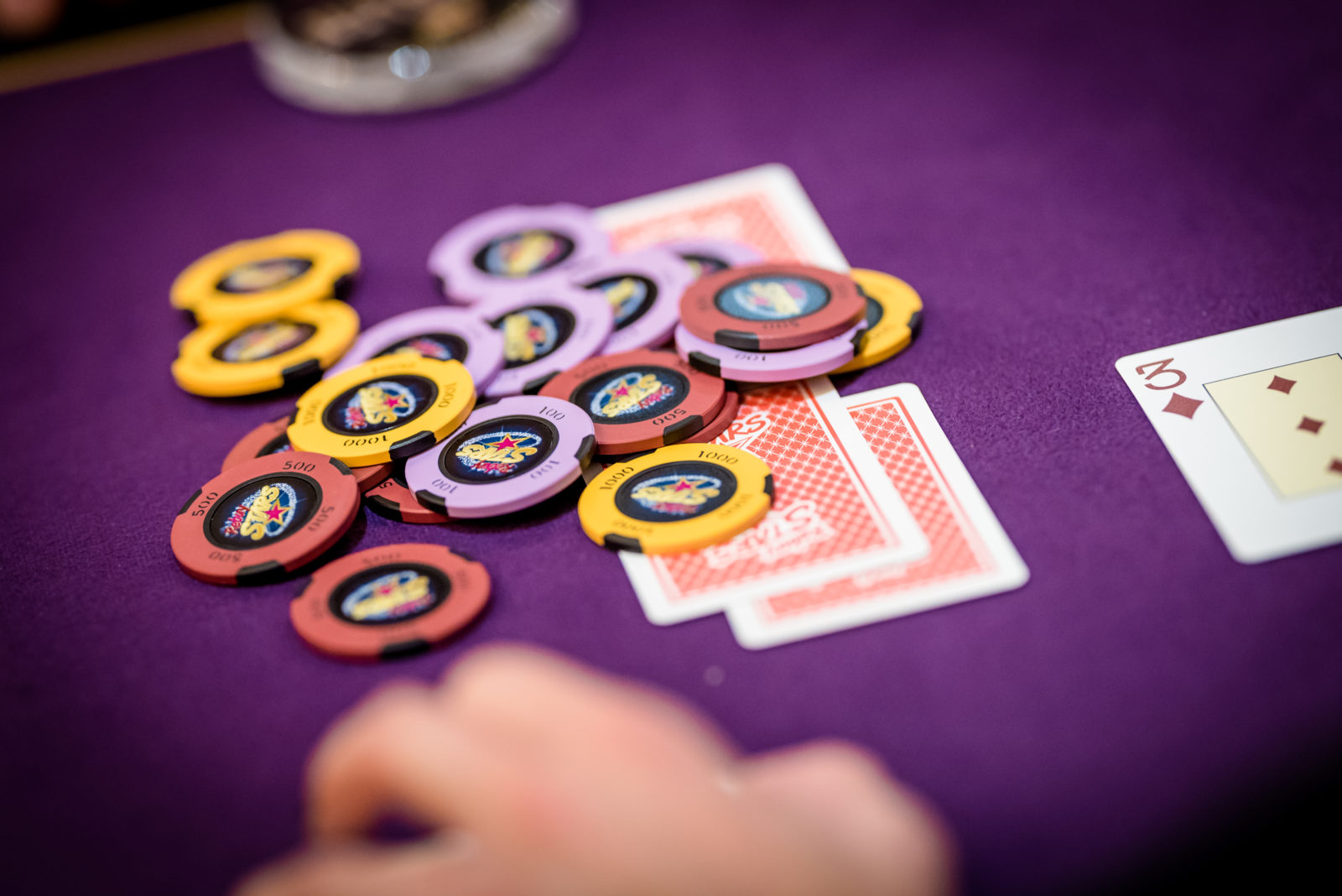 Rozhodujici hra v pokerovem turnaji v Savarinu na Prikopech